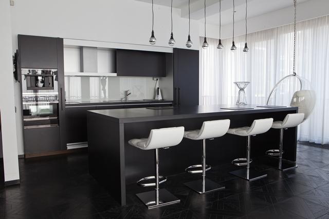 кухня из акрилового камня фото
