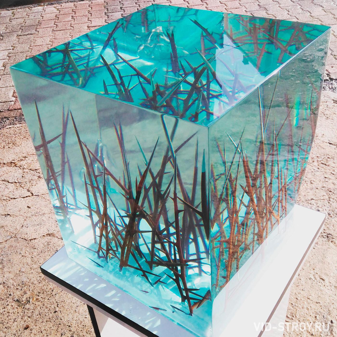декоративный куб из смолы и сухих веток