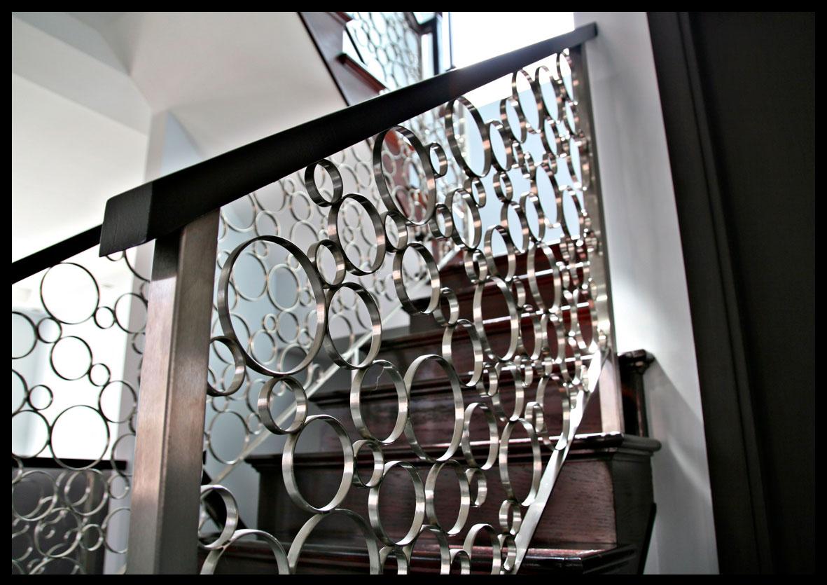 современная лестница из ковки