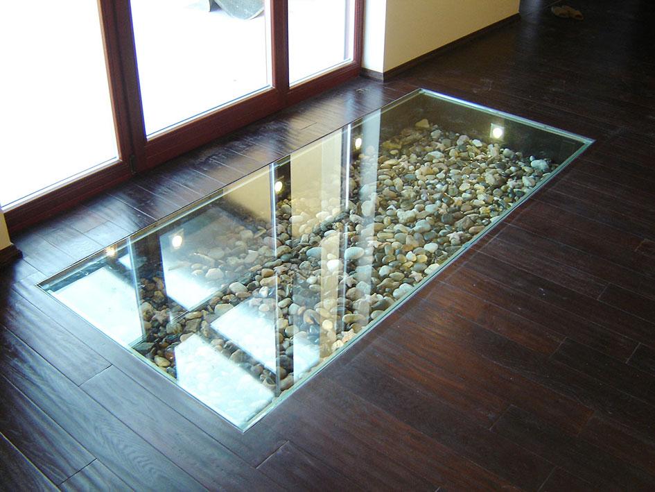 Декоративный стеклянный пол