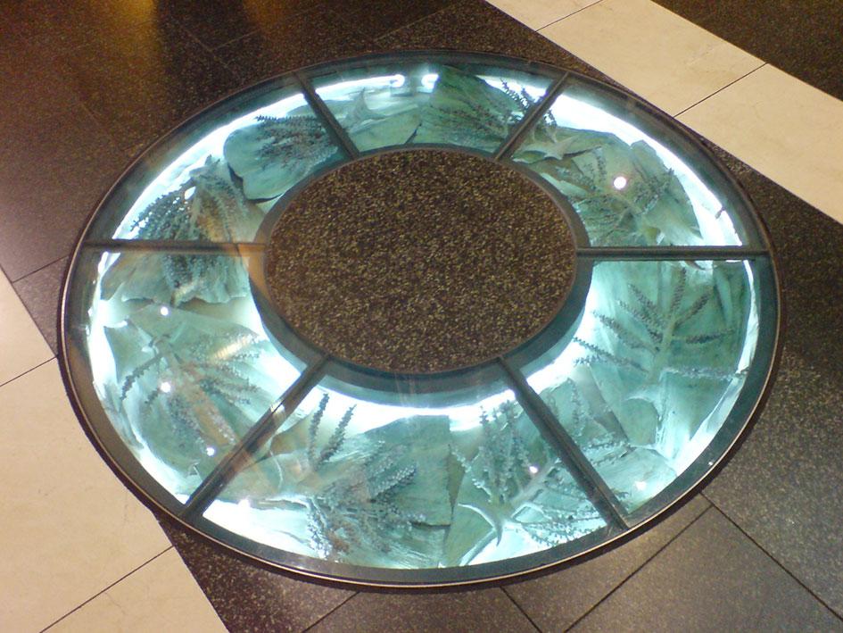 Круглый стеклянный пол