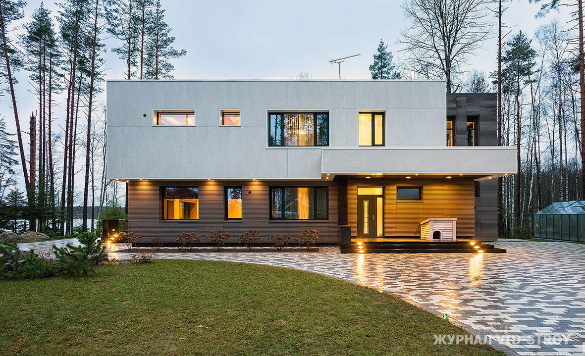 современный дом с видом на озеро
